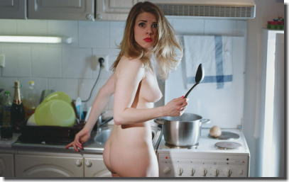 裸族の家事!主婦が全裸で掃除や料理とかしてるエロ画像 ①