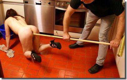 裸族の家事!主婦が全裸で掃除や料理とかしてるエロ画像 ④