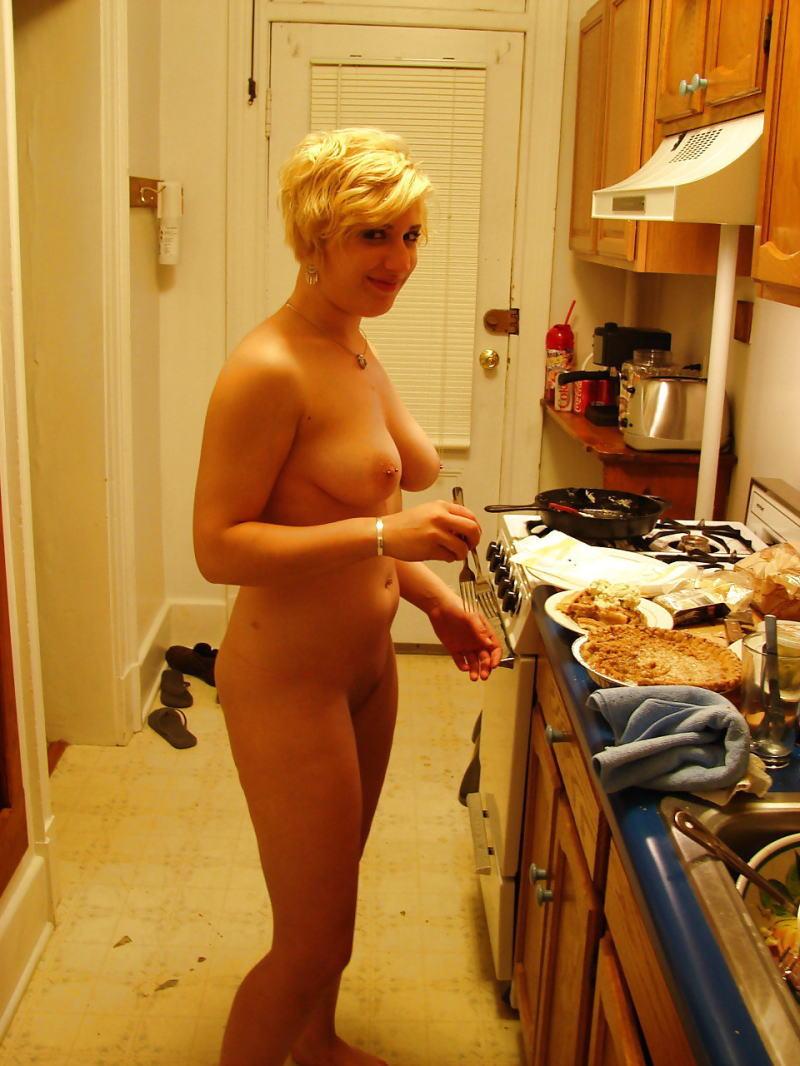 裸族 家事 主婦 全裸 掃除 料理 エロ画像【2】