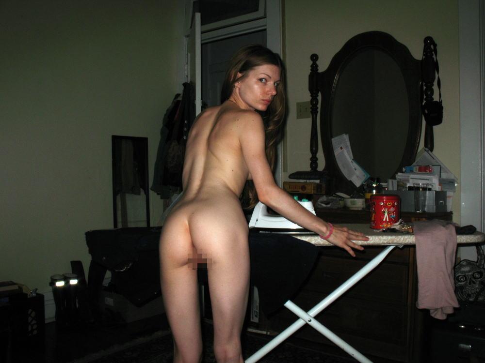 裸族 家事 主婦 全裸 掃除 料理 エロ画像【23】