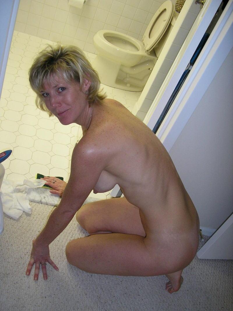 裸族 家事 主婦 全裸 掃除 料理 エロ画像【28】