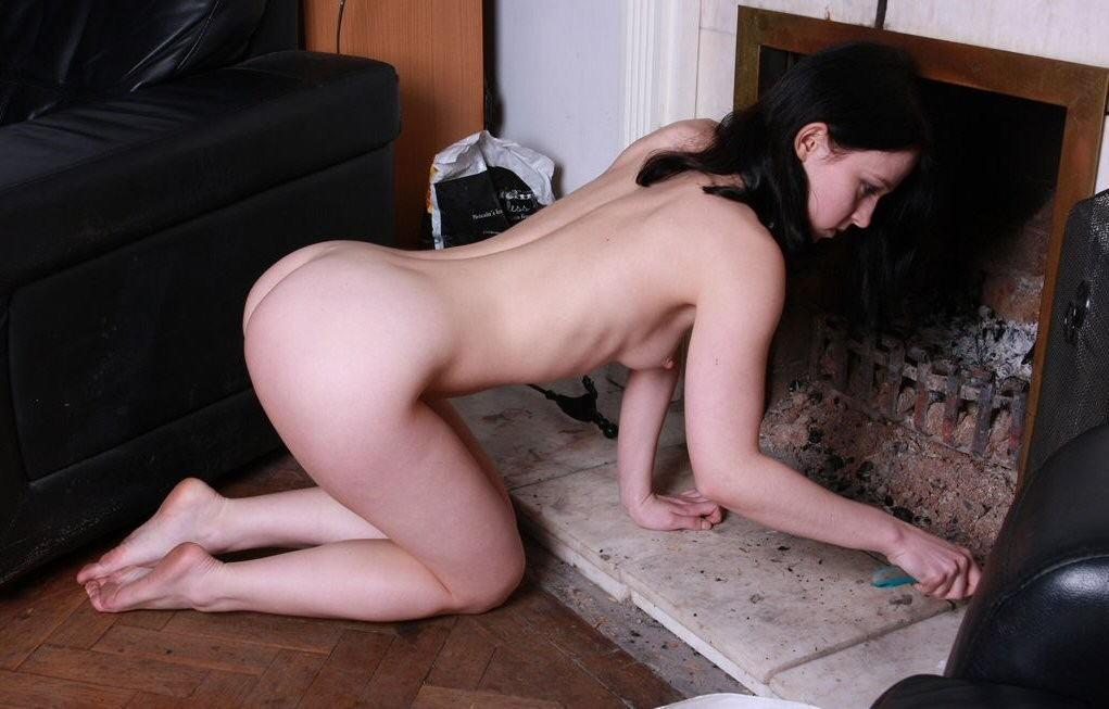 裸族 家事 主婦 全裸 掃除 料理 エロ画像【30】