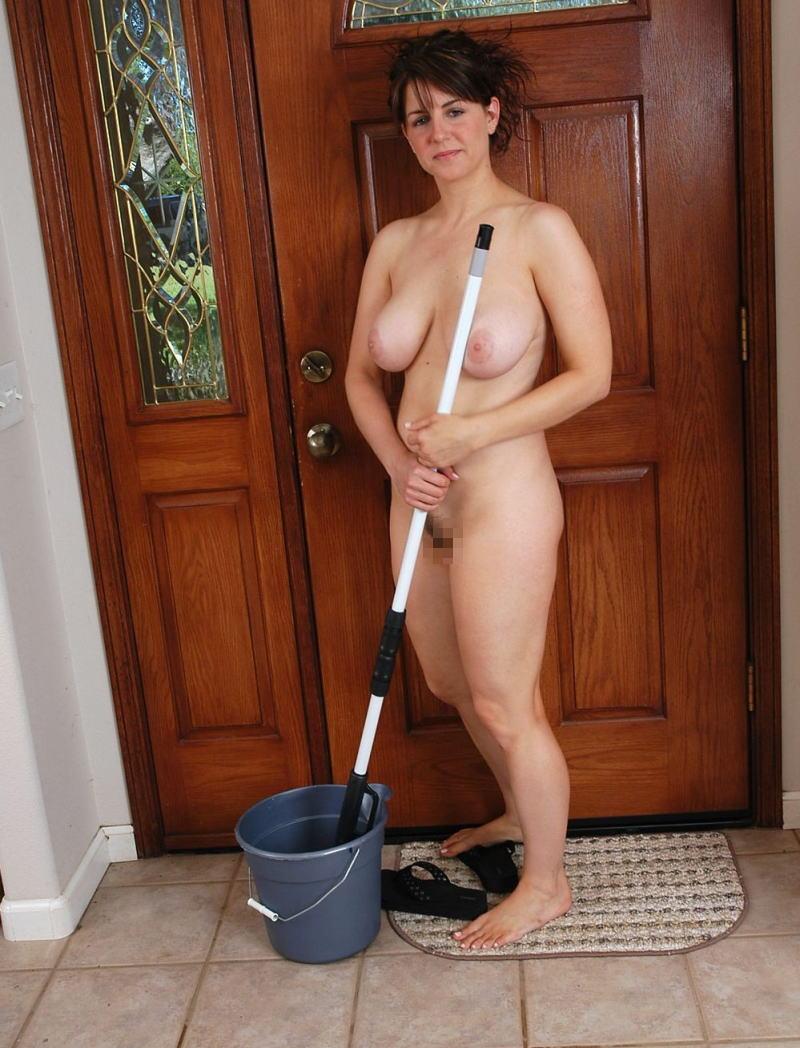 裸族 家事 主婦 全裸 掃除 料理 エロ画像【36】