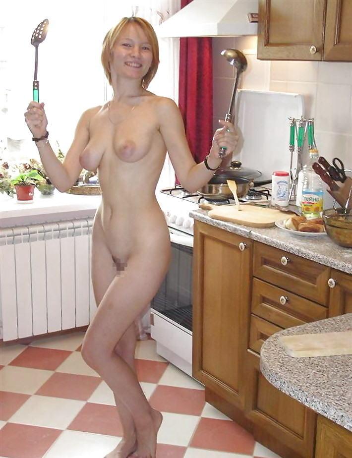 裸族 家事 主婦 全裸 掃除 料理 エロ画像【39】