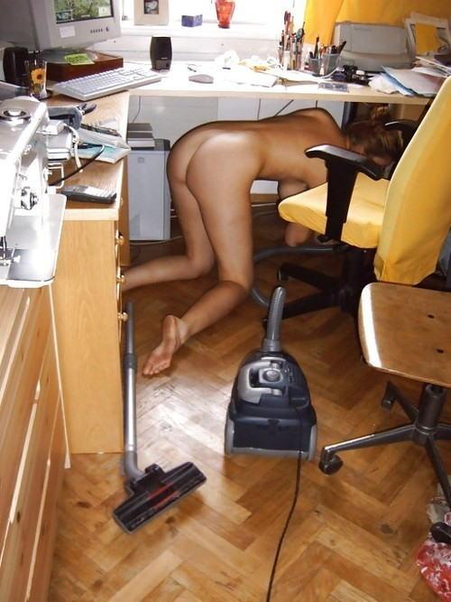 裸族 家事 主婦 全裸 掃除 料理 エロ画像【45】