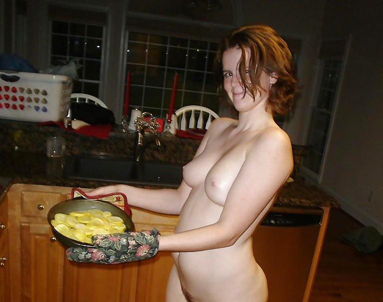 裸族 家事 主婦 全裸 掃除 料理 エロ画像【50】