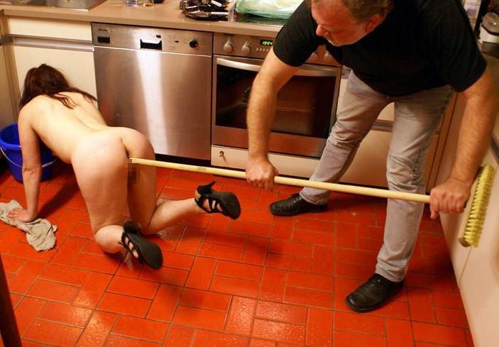 裸族 家事 主婦 全裸 掃除 料理 エロ画像【53】