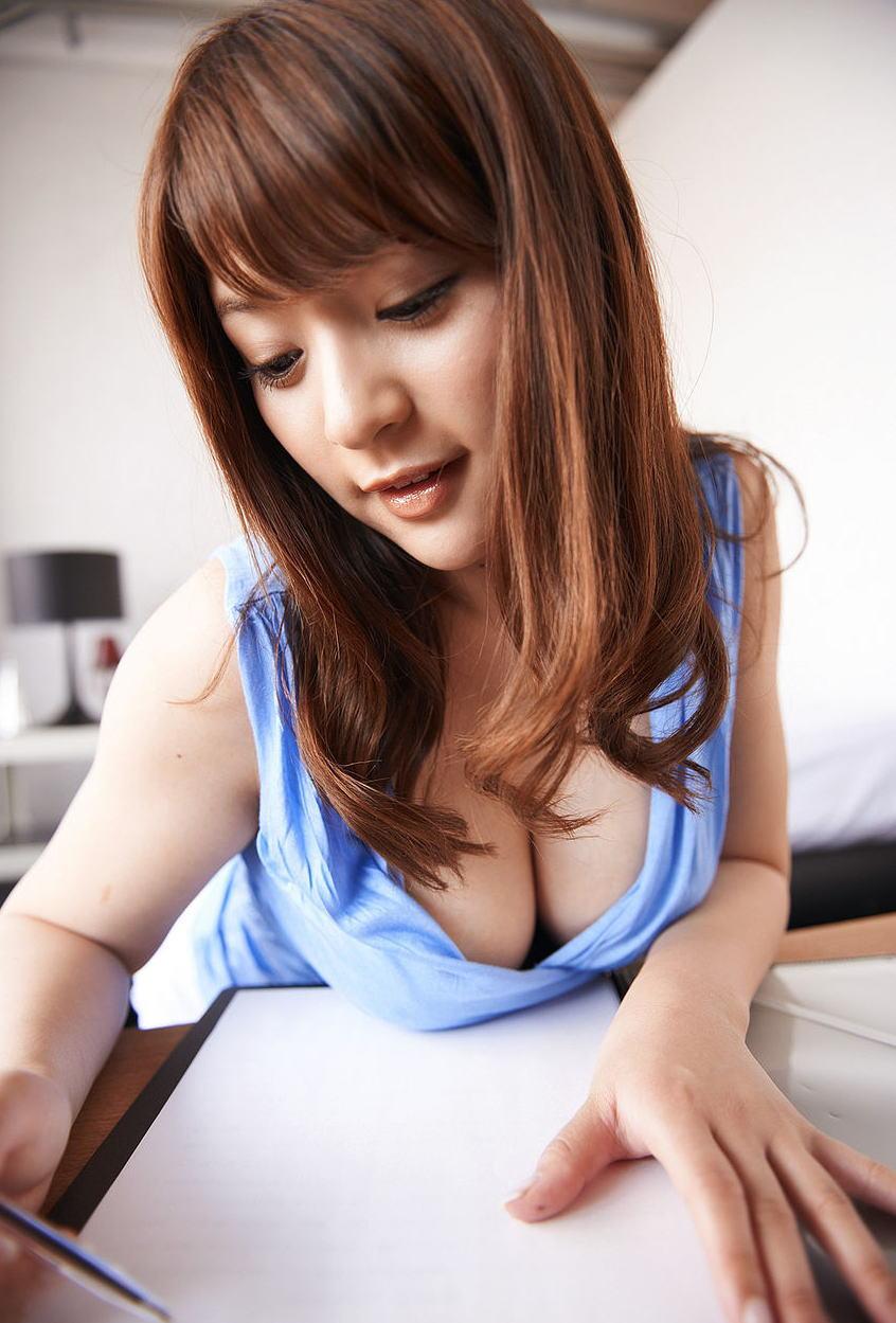 巨乳 タンクトップ 夏 着衣 おっぱい エロ画像【19】