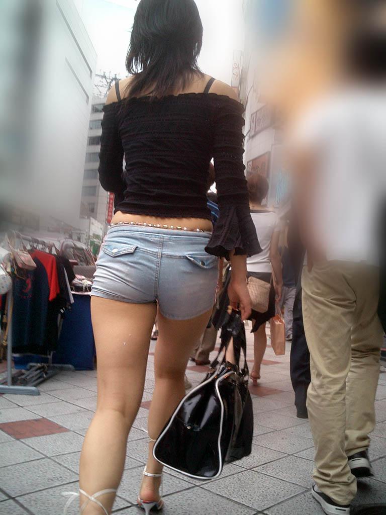 過激 食い込む ホットパンツ 太もも 尻 デニム ショートパンツ 街撮り エロ画像【44】