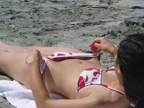 海 プール 水着 ハプニング エロ画像【18】