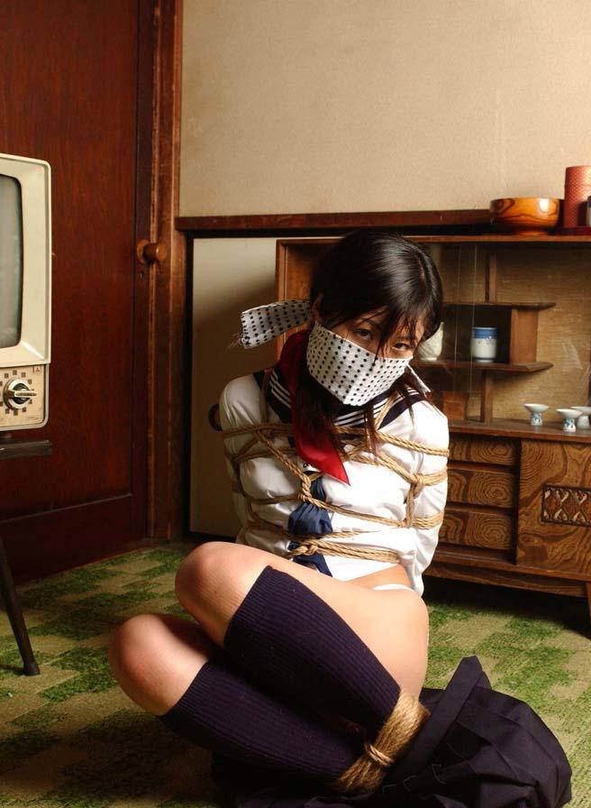 制服 JK 緊縛 拘束 拉致 監禁 エロ画像【23】