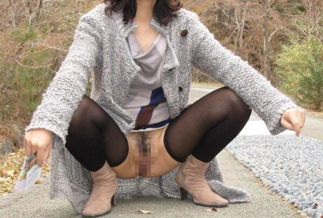 ノーパン 野外露出 マンチラ エロ画像【31】