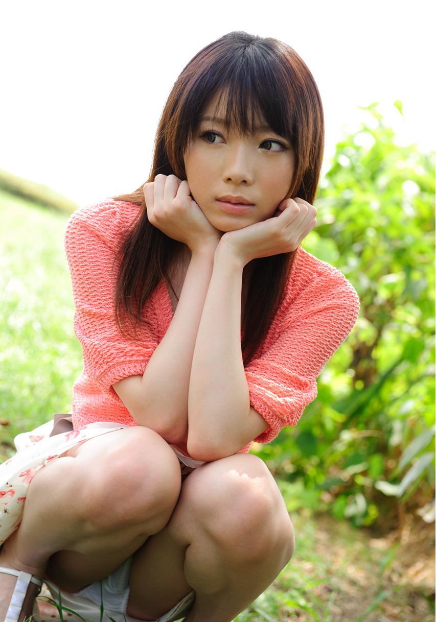股間 可愛い 美女 しゃがみ パンチラ エロ画像【13】