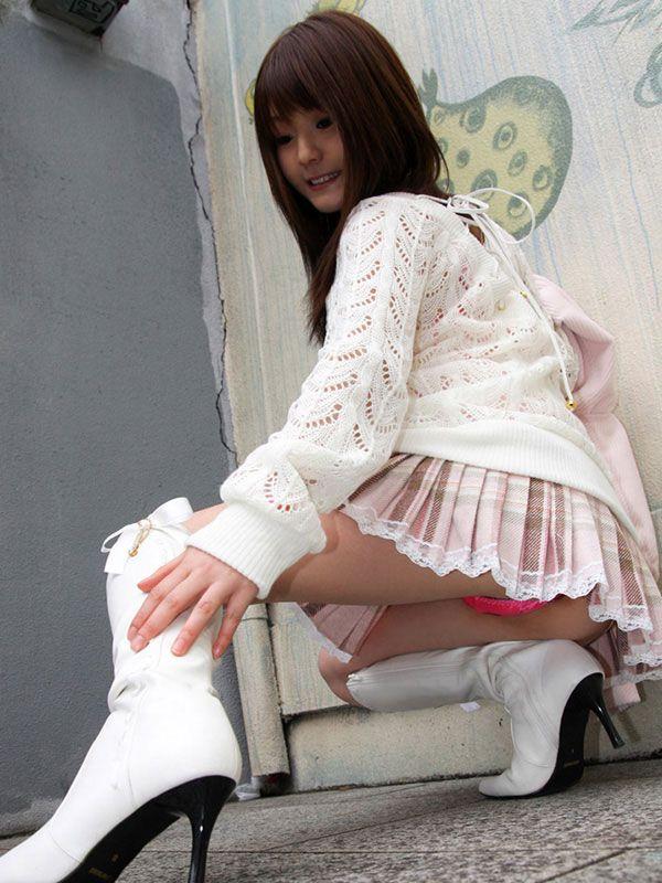股間 可愛い 美女 しゃがみ パンチラ エロ画像【17】