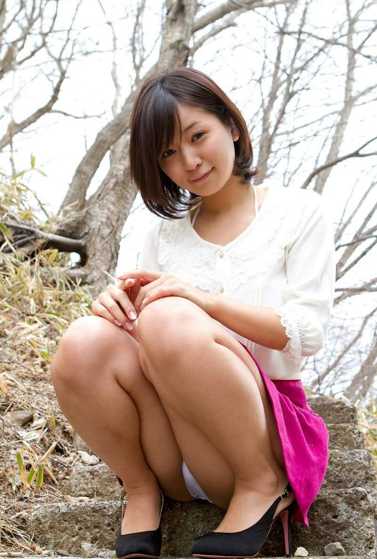 股間 可愛い 美女 しゃがみ パンチラ エロ画像【34】