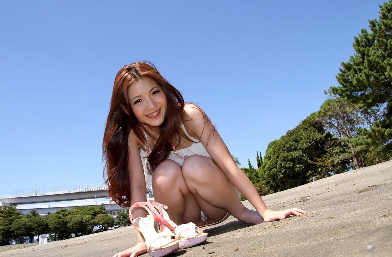 股間 可愛い 美女 しゃがみ パンチラ エロ画像【44】