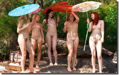 全裸で傘を差してるアンブレラヌードのエロ画像 ④