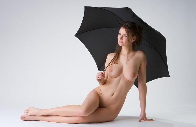 全裸 傘 差す アンブレラ ヌード エロ画像【12】