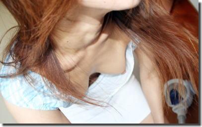 ノーブラですよ!胸チラで乳首チラなエロ画像 ①