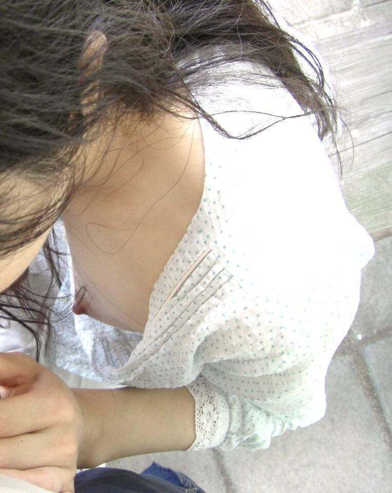 ノーブラ 胸チラ 乳首チラ エロ画像【25】