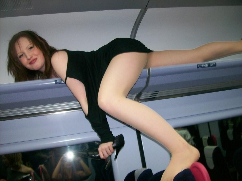 電車 バス 車内 外国人 パンチラ エロ画像【17】