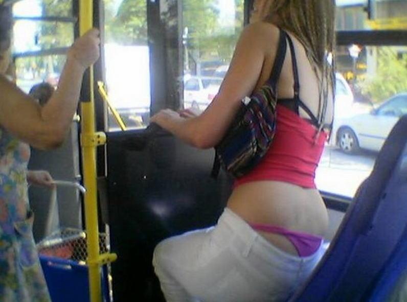 電車 バス 車内 外国人 パンチラ エロ画像【19】