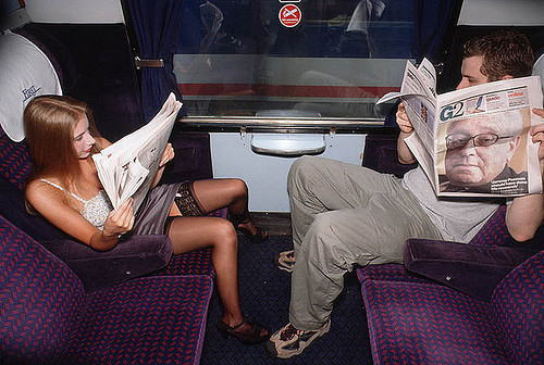 電車 バス 車内 外国人 パンチラ エロ画像【26】