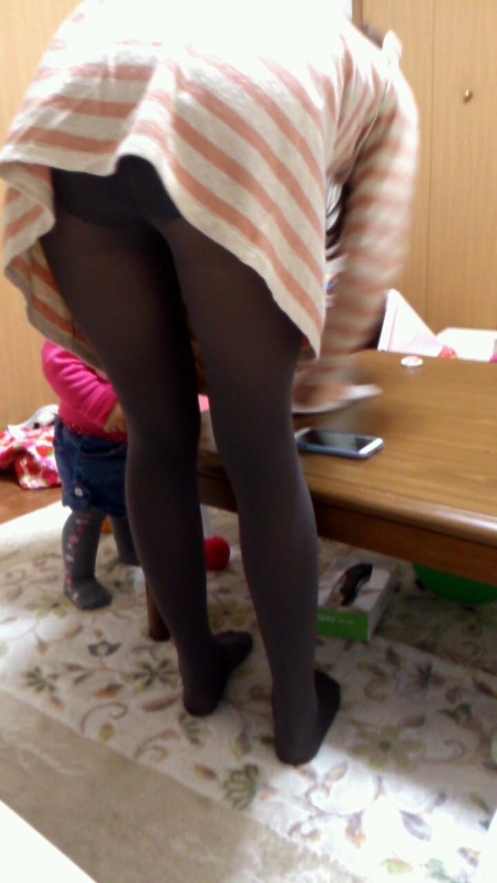 家庭内 妻 ママ パンチラ 胸チラ 家チラ エロ画像【2】