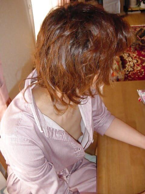 家庭内 妻 ママ パンチラ 胸チラ 家チラ エロ画像【21】