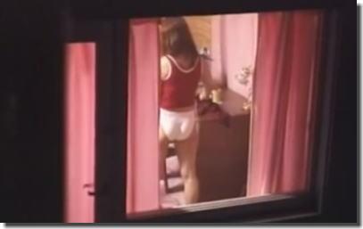 カーテンの隙間から部屋を覗くご近所盗撮エロ画像 ③