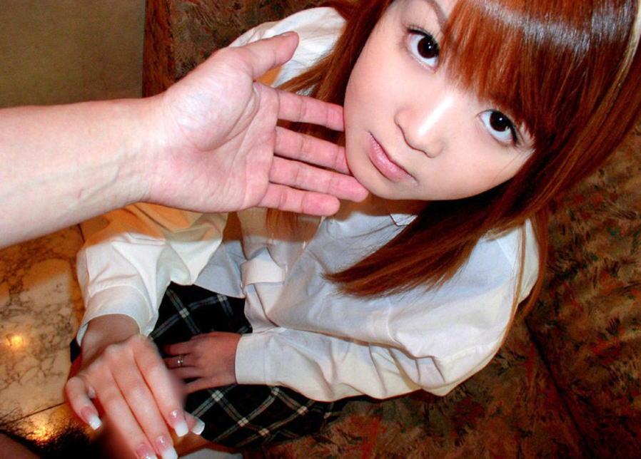JKがチンコを触ってくれる制服手コキのエロ画像