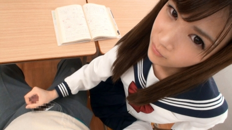 JK チンコ 触る 制服 手コキ エロ画像【14】