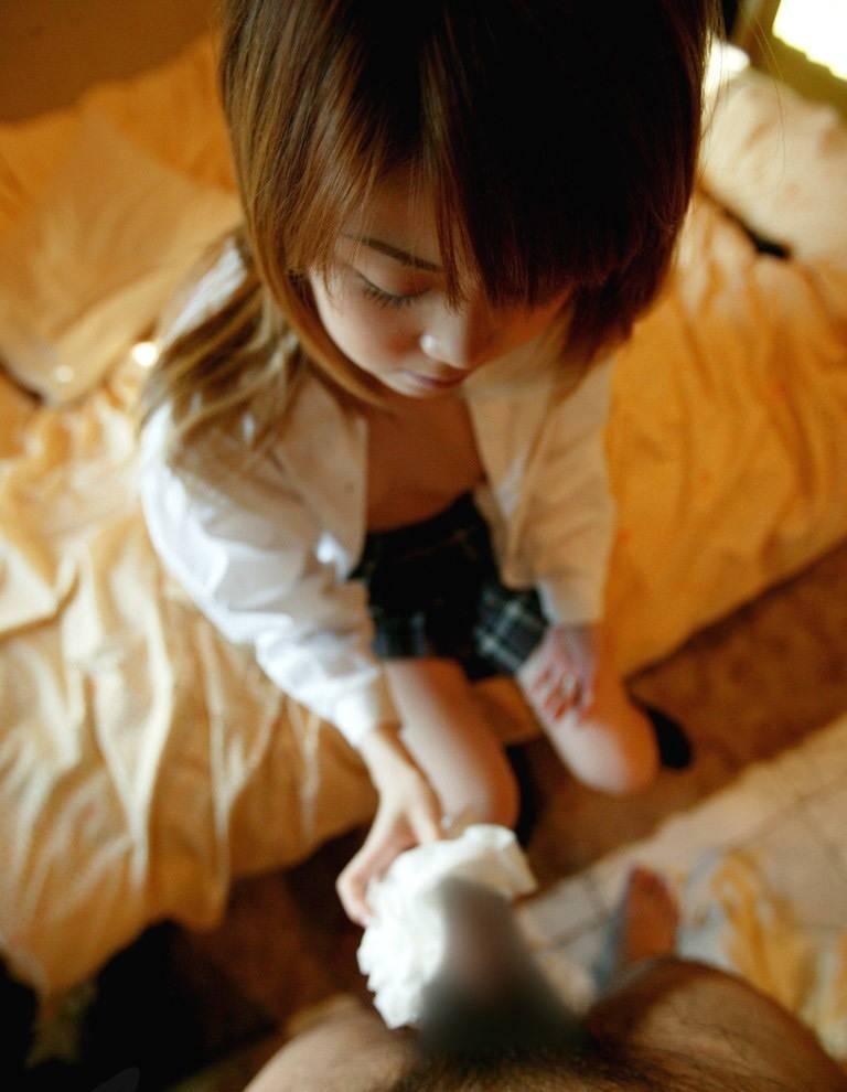 JK チンコ 触る 制服 手コキ エロ画像【30】