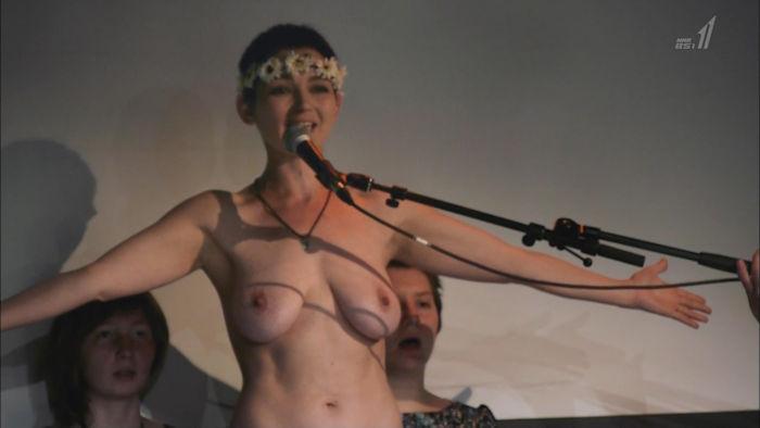 【速報】NHKでロシア巨乳美女が完全におっぱい丸出し全裸wwwwww