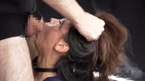 【監禁レイプ動画】JK窒息地獄のイラマチオ!喉マンコガン突きレイプで失神するまで犯される・・・