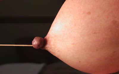 乳首を強制勃起させる乳頭縛りのエロ画像 ①