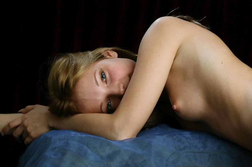 乳首 乳輪 小さい 可愛い 外国人 エロ画像【21】