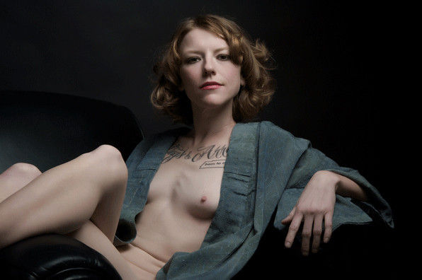 乳首 乳輪 小さい 可愛い 外国人 エロ画像【34】