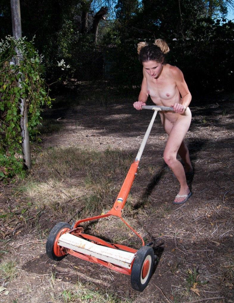全裸 庭仕事 ガーデニング 熟女 エロ画像【7】