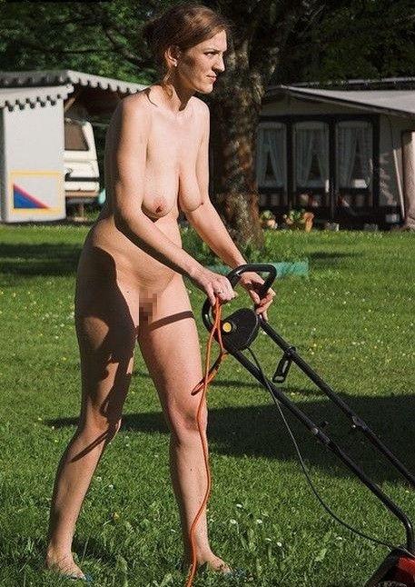 全裸 庭仕事 ガーデニング 熟女 エロ画像【13】