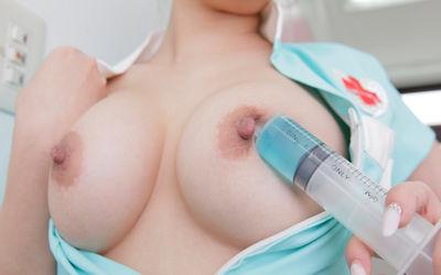 巨乳ナース!おっぱい大きい看護師のエロ画像 ④