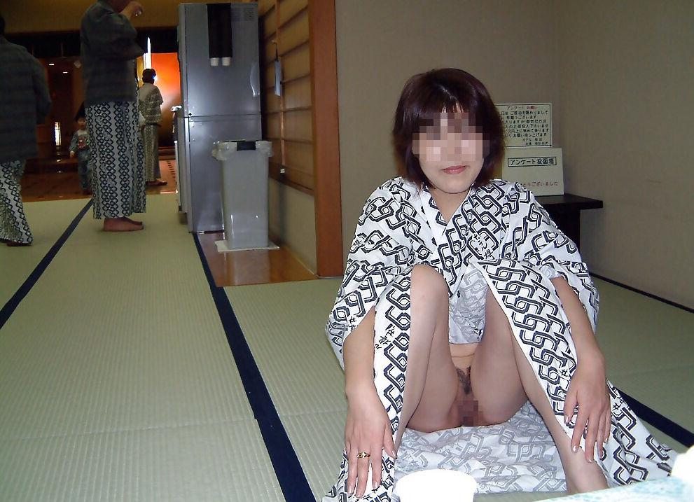 おまんこ 露出 ノーパン M字開脚 マンチラ エロ画像【29】