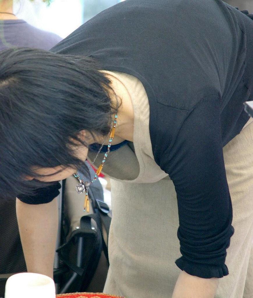 緩い 胸元 過激 ガバガバ 胸チラ エロ画像【16】