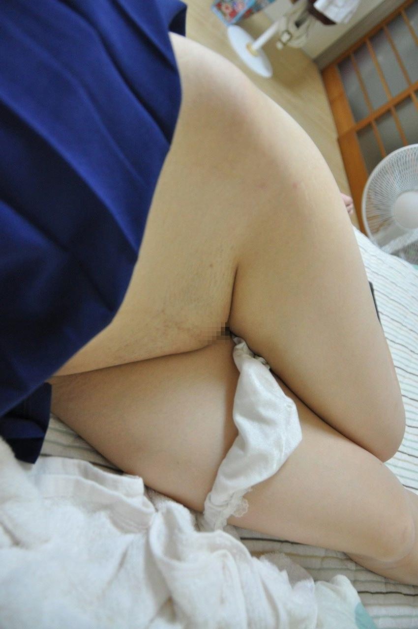 脱ぐ パイパン 無毛 パンツ 脱ぎかけ エロ画像【5】