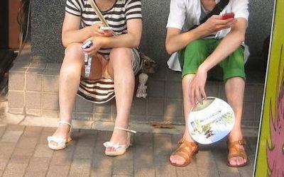 彼女のパンツ!街撮りカップルのパンチラ画像 ③