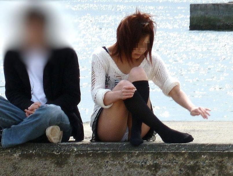 彼女 パンツ 街撮り カップル パンチラ エロ画像
