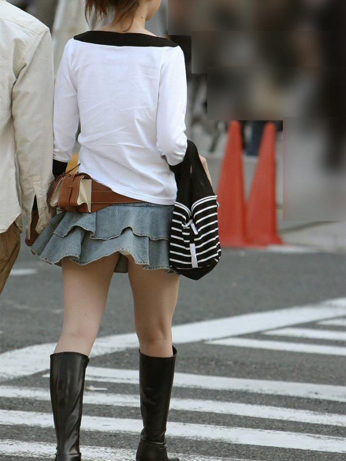 彼女 パンツ 街撮り カップル パンチラ エロ画像【3】
