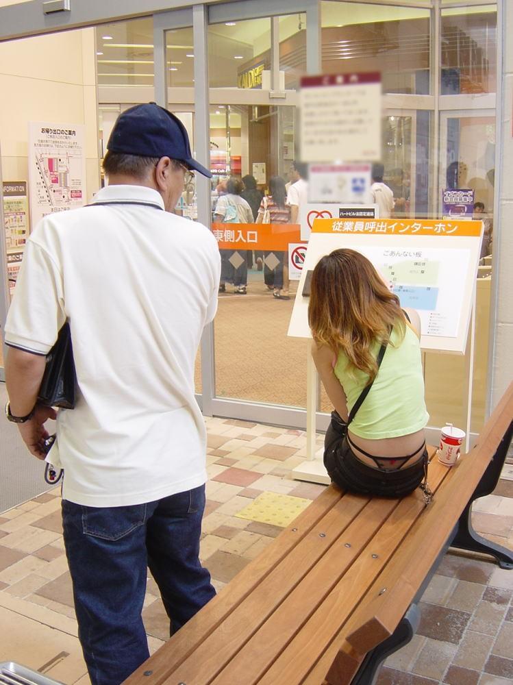 パンチラ スケベ おっさん パンツ 覗き エロ画像【6】