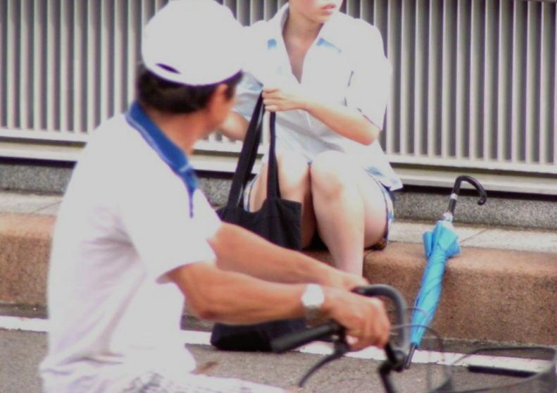 パンチラ スケベ おっさん パンツ 覗き エロ画像【10】