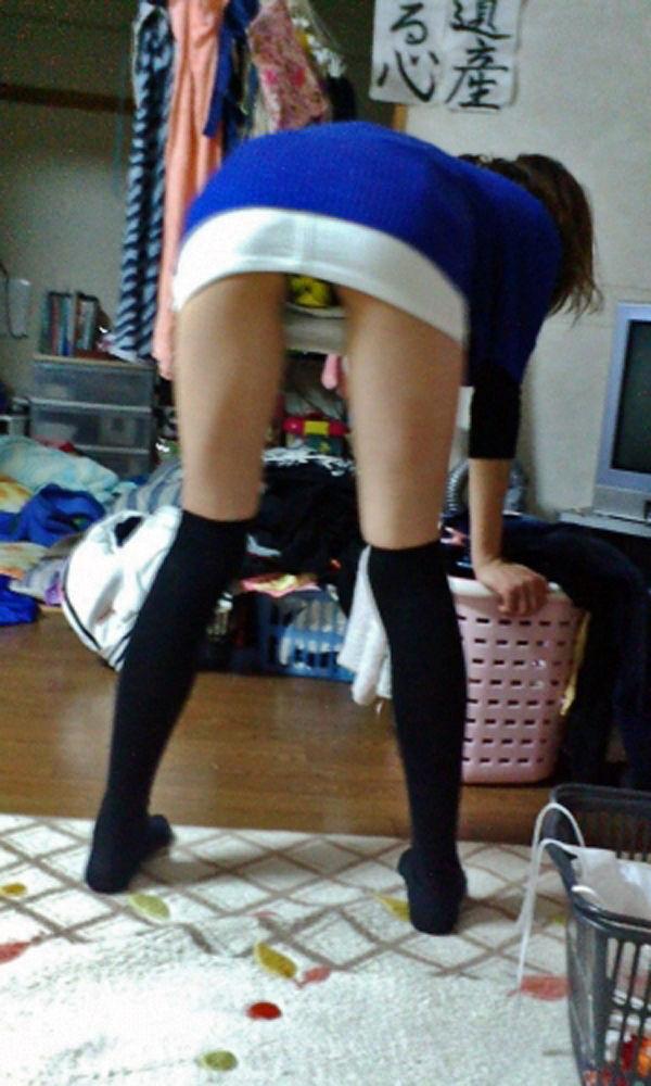 洗濯物 干す 妻 彼女 家庭内 エロ画像【8】